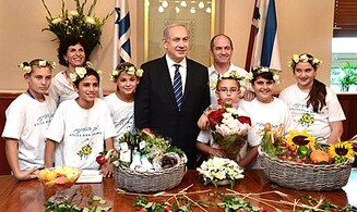 PM Netanyahu Receives First Fruits for Shavuot