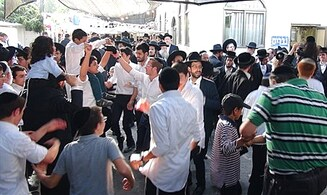 Thousands visit Shimon Hatzadik, restore Jerusalem