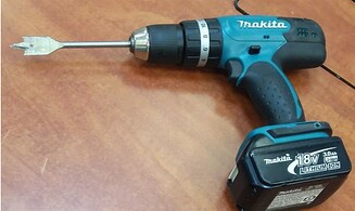 Man resists arrest with electric screwdriver