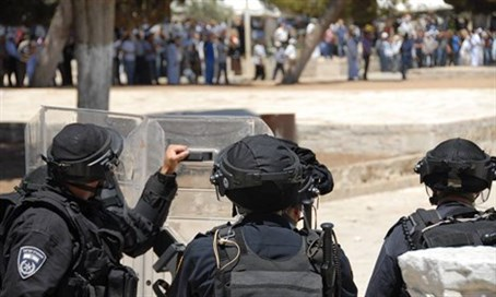 Police face rioters on Temple Mount