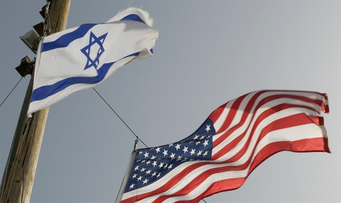 Israeli and American flags (file)