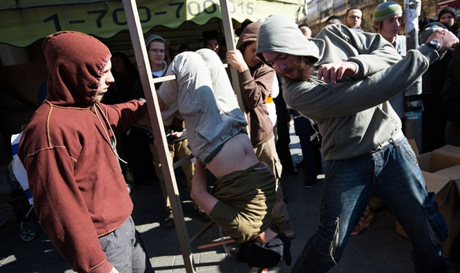 Demonstrating GSS torture methods used against Jews