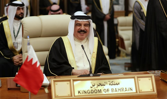 Bahrain's King Hamad bin Isa Al Khalifa attends the Arab Summit in Mecca