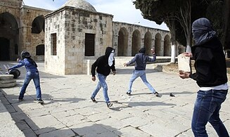 Muslim Rioters Stone Police on Temple Mount
