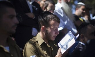 Haredi soldiers recite mourner's prayer for coronavirus victims in on-base prayers