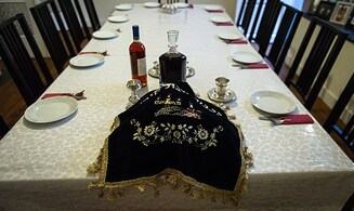 Inside private hasidic Sabbath dinner as a non-Jew