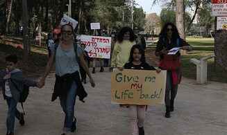 Interview: Israelis starting to protest lockdowns