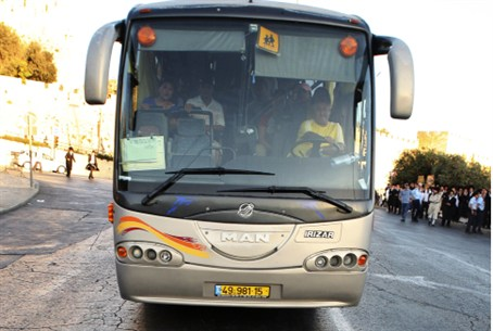 Haredi man and bus (file)