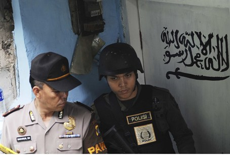 Indonesian police outside home of terror suspect (file)