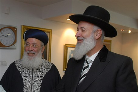 Rabbis Amar (L) and Metzger