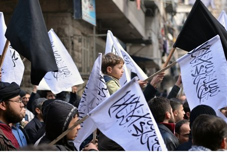 Syrian supporters of Al-Nusra march in Aleppo
