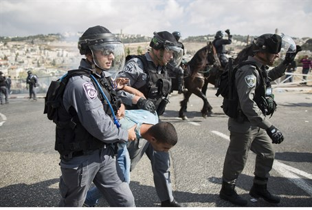 Police arrest Arab rioter in Jerusalem during