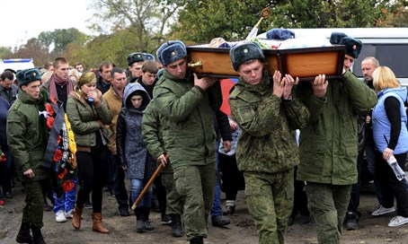 Soldiers carry the coffin of Vadim Kostenko, the first Russian soldier to die in Syria