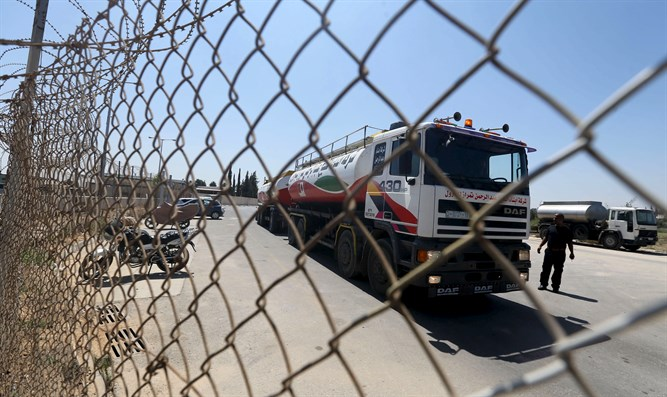 Fuel tanker arrives at Gaza's power plant
