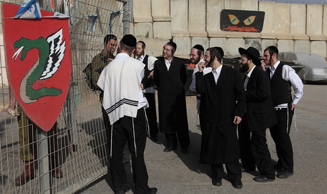 Haredim speak to paratrooper at base on Israel-Lebanon border