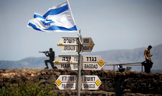 Israeli soldiers guard Syrian border