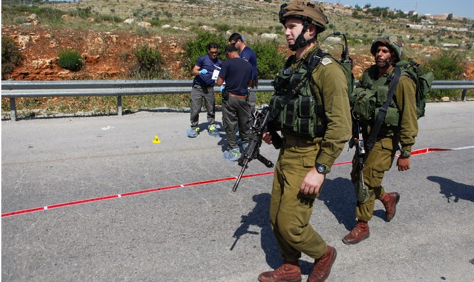 IDF soldiers at scene of attack at Tapuah Junction (archive)