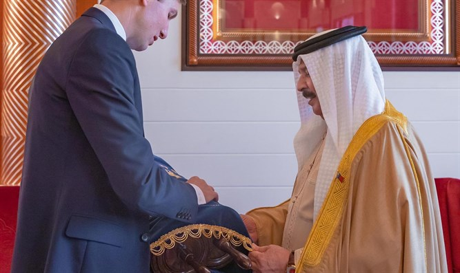Kushner giving Torah scroll to King of Bahrain